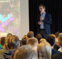 Nobelprijswinnaar Ben Feringa op school